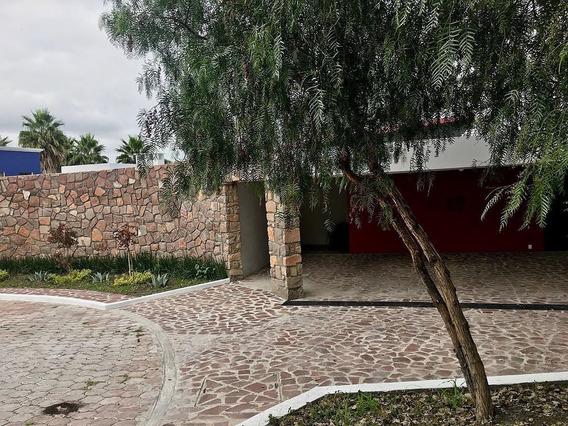 Preciosa Residencia En Vista Real, Una Planta, 814 M2, 3 Recámaras, Jardín, Lujo