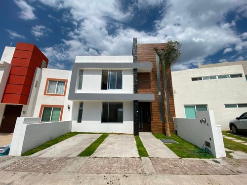 Hermosa Casa En Preventa Con Vista Panoramica