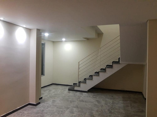 Imagem 1 de 10 de Casa Duplex À Venda, 4 Quartos, 1 Suíte, 2 Vagas, Jardim Vitoria - Belo Horizonte/mg - 2749