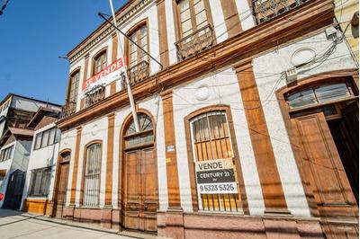 Interesante Propiedad Pleno Centro De Iquique Frente A Ca...