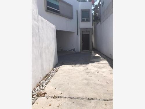 Casa En Venta En Lazaro Garza Ayala