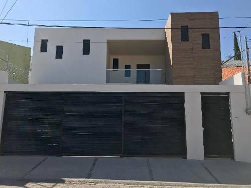 Casa Nueva En Venta En Colinas Del Cimatario Con Amplios Espacios.