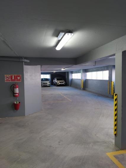 Alquiler Cochera Cerrada En Edificio, Con Portón Automático.