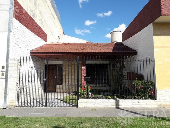 Venta De Casa 3 Ambientes Con Local Y Espacio Guardacoche En Wilde (26079)