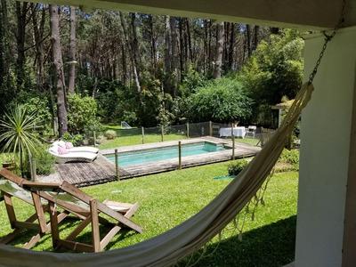 Casa Solanas C/ Lindísimo Jardín 5 Cuartos, Pileta Y Quincho