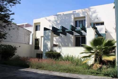 Amplia Casa En Excelente Ubicación