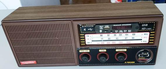 Radio Cabeceira 3 Faixas Usb Pilha Luz