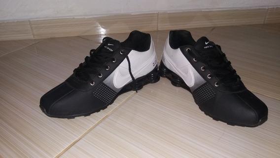 Têns Nike Shox.