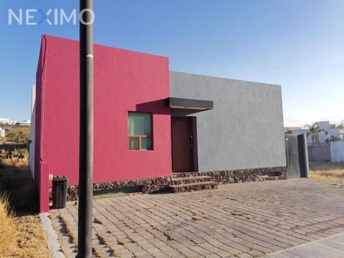 Imagen 1 de 23 de Casa En Venta En Privada Con Acceso Controlado En Pedregal De Vista Hermosa Queretaro