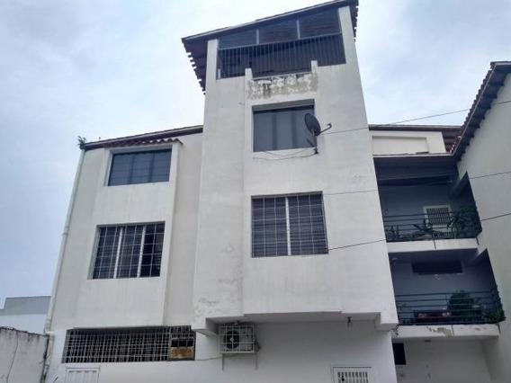 Oficina En Venta En El Centro De Barquisimeto Lara 20-4631