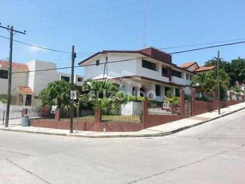 Imagen 1 de 1 de Casa - Lomas De La Aurora - Zona Dorada - Jardín - 3 Recamaras - 3 Baños