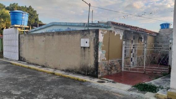 Casa En Venta Zona Norte Barquisimeto Lara 20-6081