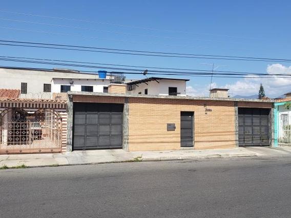 Casa Quinta En Venta Urb. El Centro, Maracay 20-11699 Hcc