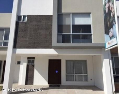 Casa En Venta En Rincones Del Marques # 19-497 Jl