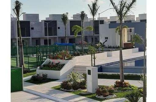 Casa En Venta De 3 Recamaras Con Alberca, En Desarrollo Privado En Zona Huayacan Cancun