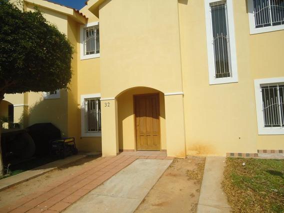 Townhouse En Venta. Milagro Norte. Mls 19-7411.