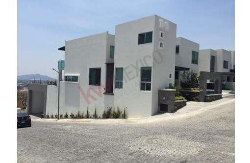 Casa Minimalista En Venta En El Fraccionamiento Corinto Residencial