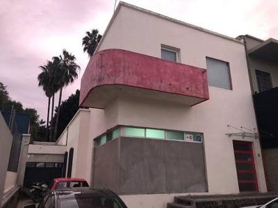 Casa Con Uso De Suelo Comercial.