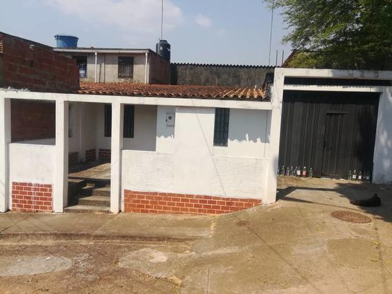 Se Vende Casa De 2 Habitaciones Y Un Baño