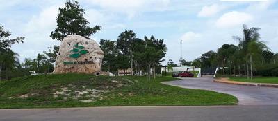 Venta De Residencia En Privada Parque Central, Altabrisa En Zona Norte De Mérida