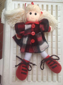 Muñeca Peluche Juguete Para Niñas Color Rojo Usada