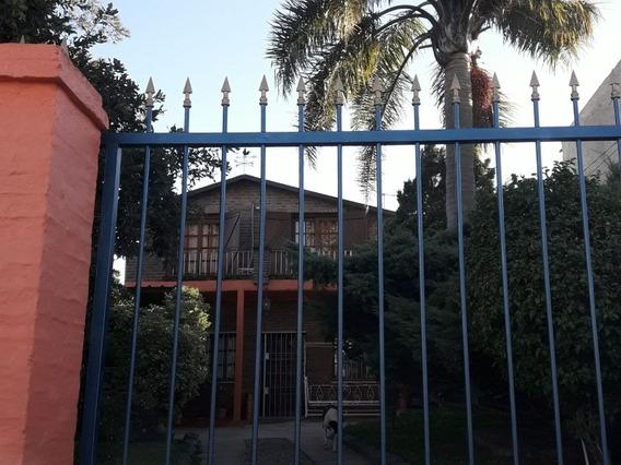 Casa De 2 Plantas, 2 Dormitorios, 2baños, Living, Comedor Y