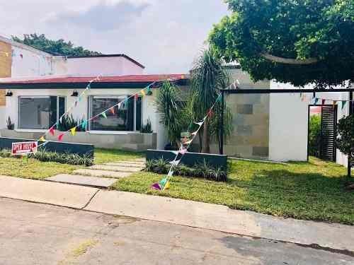 Venta De Casa En Fracc Lomas De Cocoyoc 350m2