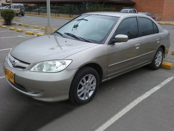 Honda Civic 2004. Sedán