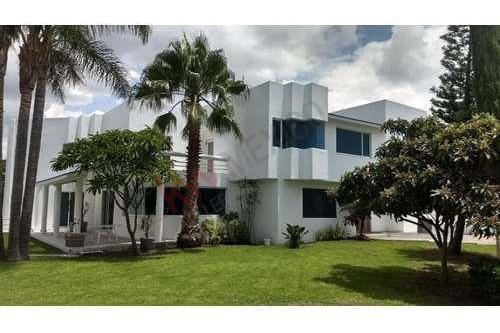 Hermosa Residencia, Alberca, Super Jardín, Estudio Y Sala De Tv. Juriquilla.