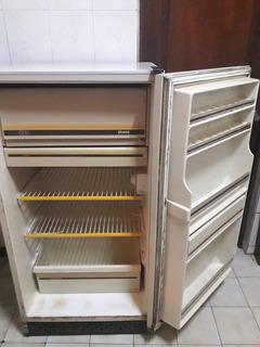 Refrigerador Fenza Bauknecht Retro