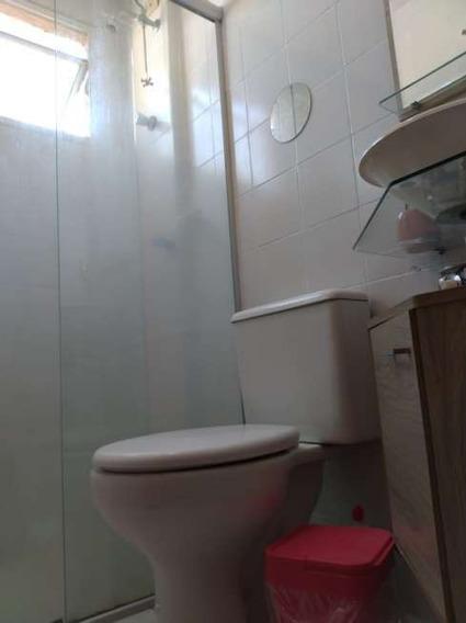 Apartamento Com 5 Cômodos E 1 Banheiro E Uma Vaga De Garagem