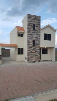 Hermosa Casa En Venta Ubicada En Fraccionamiento Privado En Apizaco