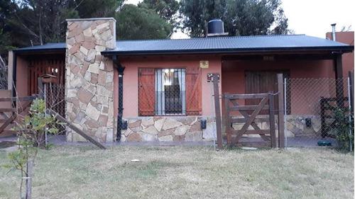 Casa Con 2 Dormitorios,living Comedor,cocina,baño,garage
