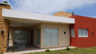 Casa Familiar En Costa Del Este.