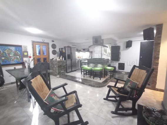 Apartamento En Venta Urb. Girardot Piñonal Cod. 21-10536 Jcm