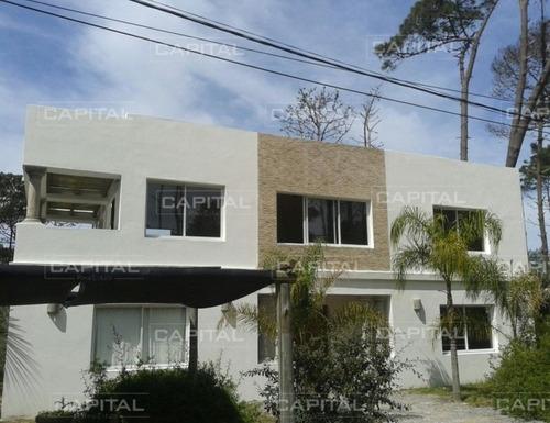 Excelente Casa En Alquiler De Temporada- Ref: 25380