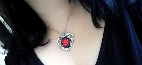 Colar Coração Vitoriano Pingente Rosa Vermelha Correntinha