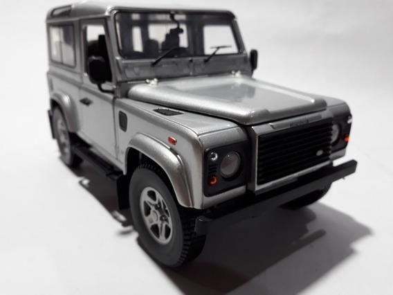 Land Rover Defender 90 Revell Escala1:18 Studio Vso 64