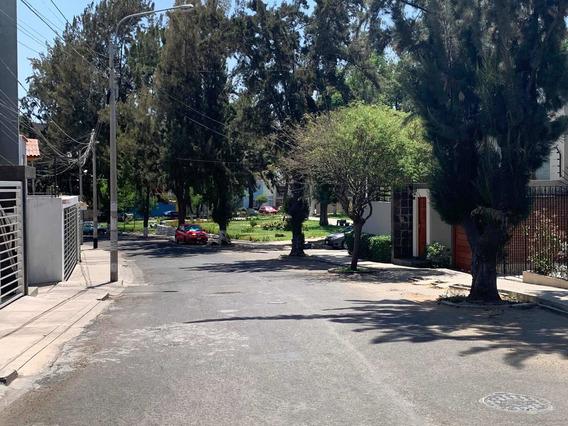 Venta De Casa, Recién Remodelada, 2 Pisos, 4 Dormitorios