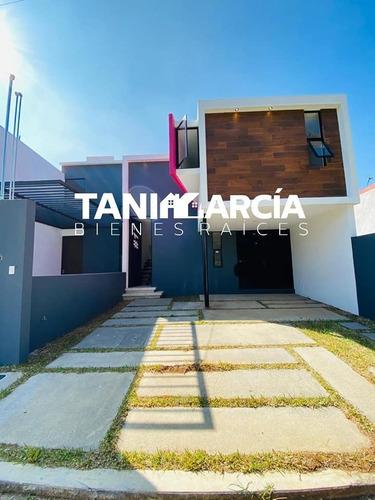 Imagen 1 de 9 de Vendo Casa Moderna Y Nueva En Privada
