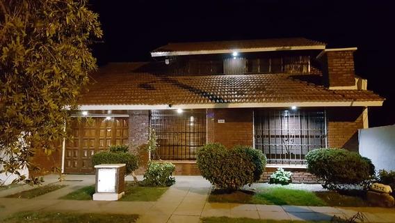 Casa- Chalet De 7 Amb + Garage P/2 Autos+parque