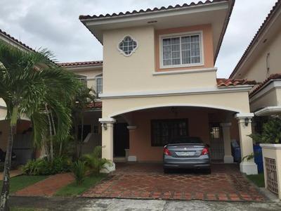 Vendo Casa Espectacular En Villa Valencia, Costa Sur 18-5609