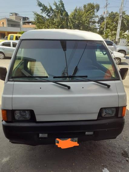 Mitsubishi L300 2006