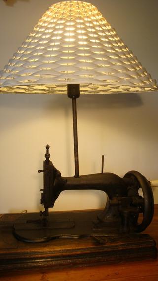 Antiga Máquina Costura Abajur - Perfeito Funcionamento