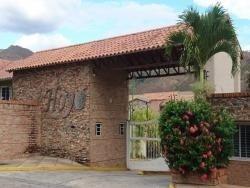 Townhouse Amoblado En Villas De San Diego. Wc