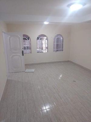 Sobrado 250m² Condominio Fechado ,03 Dormitórios (sendo 01 Suíte ), 2 Vagas De Garagem Proximo Ao Shopping - Ca1821
