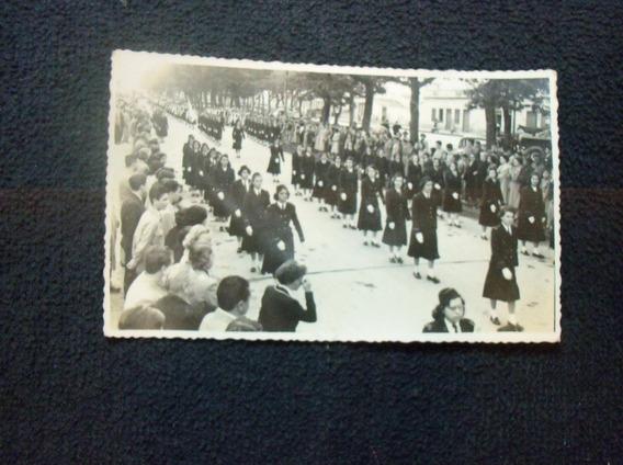 Desfile Meninas Dolégio Diocesano Década 40/50 Cívico