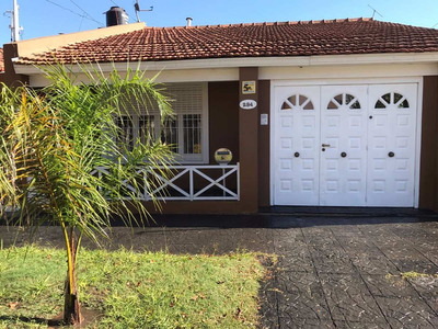 Casa De 6 Ambientes, 2 Baños, Garage Y Patio