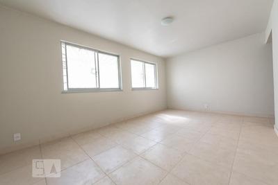 Apartamento No 2º Andar Com 2 Dormitórios E 2 Garagens - Id: 892919847 - 219847