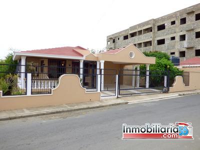 Confortable Casa En Urbanizacion Caperuza